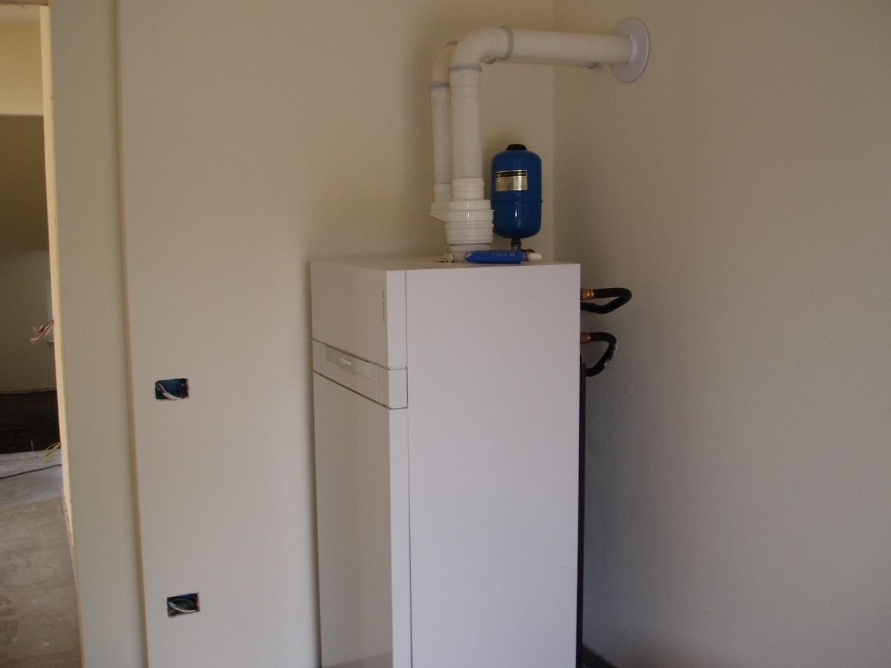 Progettazione consulenza e service diquigiovanni for Caldaia a condensazione viessmann